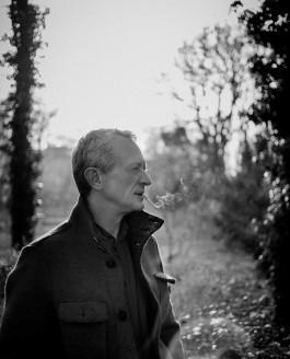 Portraitfotograf Braunschweig – Mann mit Zigarette
