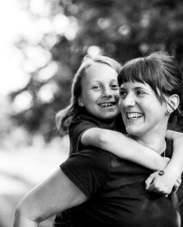 Braunschweig Fotograf – Familienfotos im hohen Gras